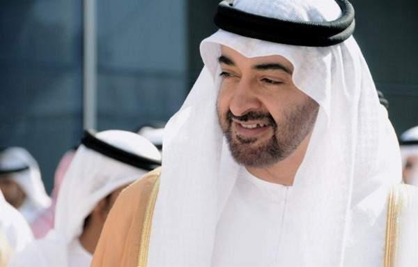 الشيخ محمد بن زايد يقود مروحية فوق الإمارات ..بالفيديو