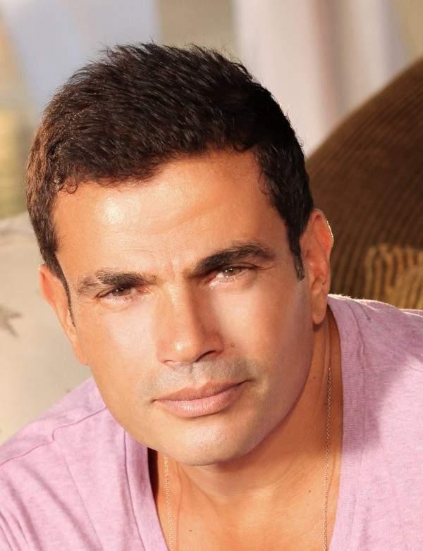 اعلامي مصري يهاجم عمرو دياب:لا يهمه إلا جمع الأموال 
