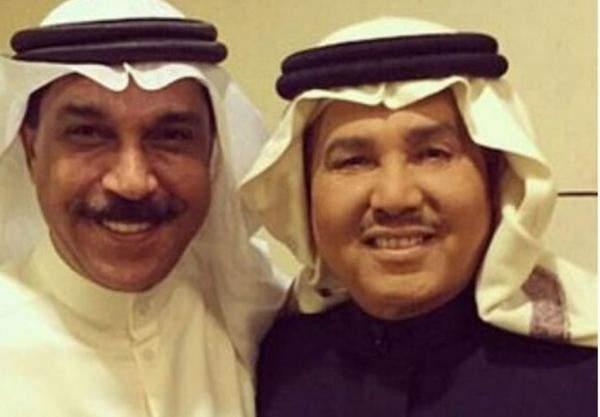 عبد الله الرويشد يعزي محمد عبده بوفاة شقيقه