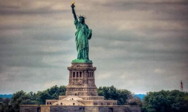 تمثال الحرية تم نحته إستلهاما من تمثال آخر يمثل إمرأة عربية