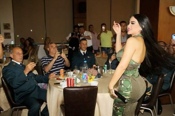 ليال عبود تغني في نادي رتباء الجيش اللبناني ..بالصور