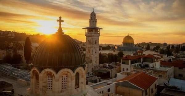 إعلامية عربية تثير الجدل بردها على اعلان القدس وتقول : هلا بالخميس 