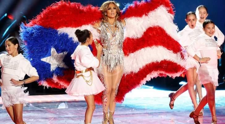 تفاصيل إطلالات جينيفر لوبيز: إبهار بتوقيع Atelier Versace و2000 حبة كريستال على نجمة علم بورتوريكو
