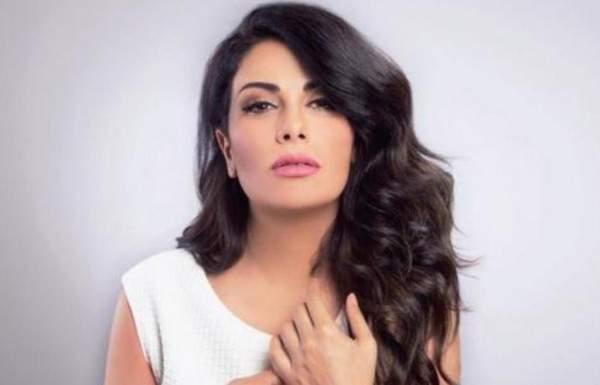صبا مبارك تكشف عن لون عينيها الحقيقي..بالصورة