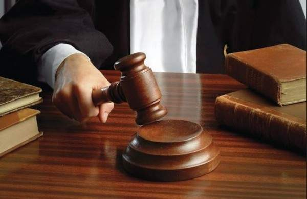 ممثلة أردنية تدّعي على زميلها بتهمة الإساءة لشرفها