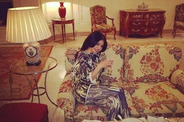 صور اجازة هيفا وهبي في باريس وعشاء مع زوجها