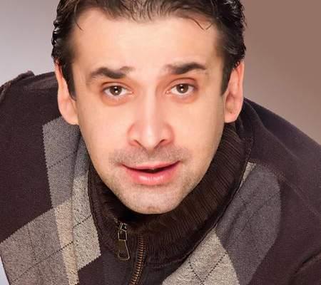"""كريم عبدالعزيز """"للنشرة """": أقنعت منير بغناء تتر مسلسلي الجديد """" الهروب""""."""