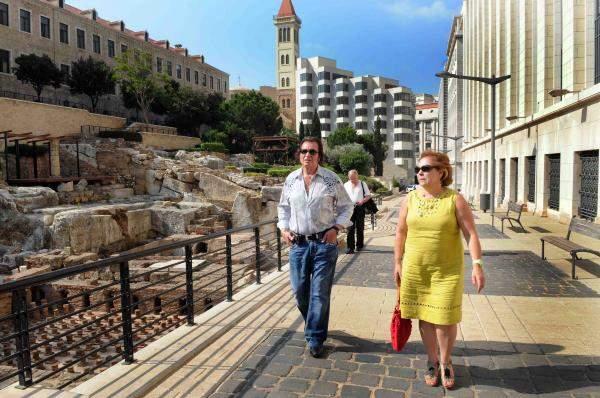 أنغلبرت يجول في وسط بيروت .. ويتحضر لحفله يوم السبت