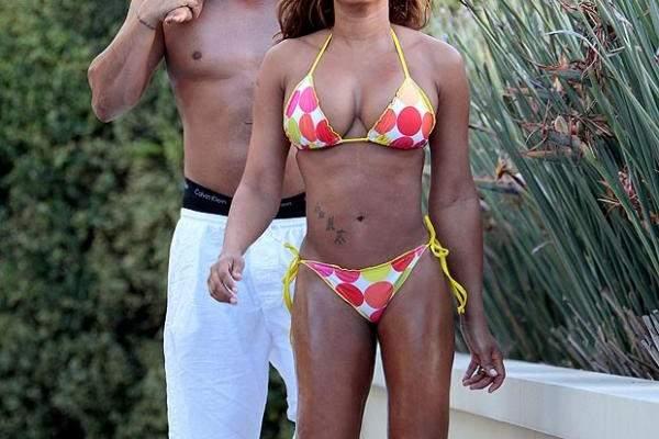 زوج نجمة Spice Girls ميل بي لا يبعد يديه عن خلفيتها وهو يدهن لها الزيت