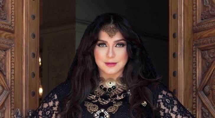 سلاف فواخرجي تعود الى دمشق بعد حضورها حفل زفاف إبنة شيرين وجدي