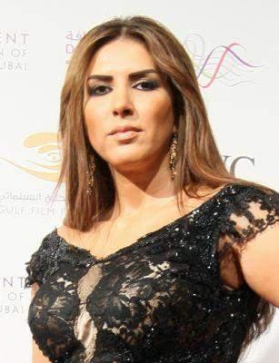 زهرة عرفات: لا يمكن إلغاء تاريخي من أجل فستان ارتديته