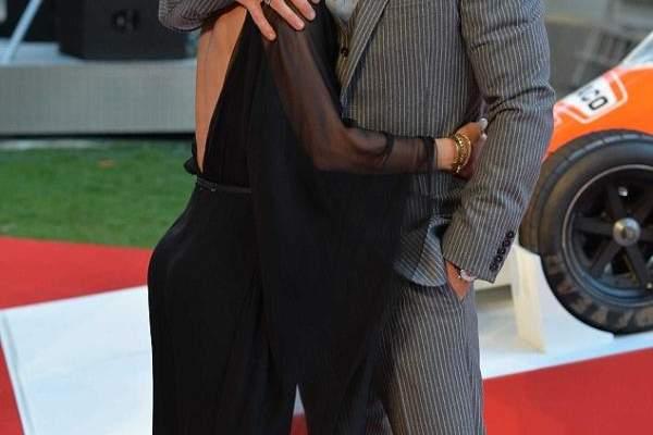 كريس هيمسوورث يقبّل زوجته بجرأة على السجادة الحمراء