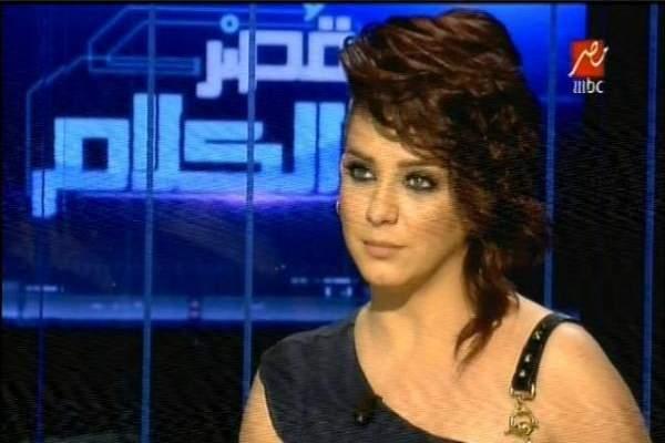 سلاف فواخرجي تتهم باسم ياخور بنشر الشائعات وتدعو اصالة للسكوت والجلوس في المنزل