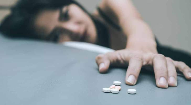 نجمة مشهورة تدمن على هذا النوع الجديد من المخدرات وتنهار