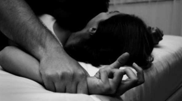 ذهبت للإبلاغ عن تعرضها للإغتصاب فإغتصبها ضابط الشرطة