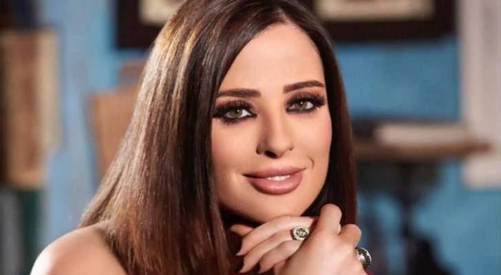 وفاء الكيلاني تفاجئ الجمهور بلوك شعرها الجديد
