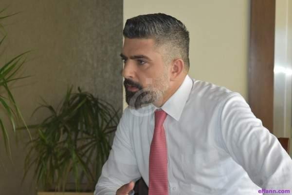 سامي بو حمدان ينتقل من الشر إلى البراءة ويعمل مدير صالة في مطعم