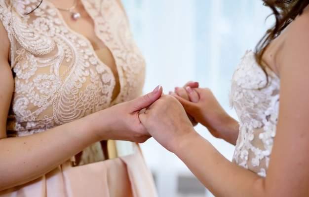 أم تكتشف يوم زفاف إبنها أن عروسته هي إبنتها الضائعة وهذا ما حصل!-بالصورة