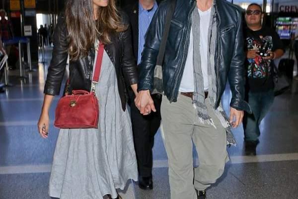 ماثيو ماكونهي يغادر لوس انجلوس  يداً بيد مع زوجته..بالصور