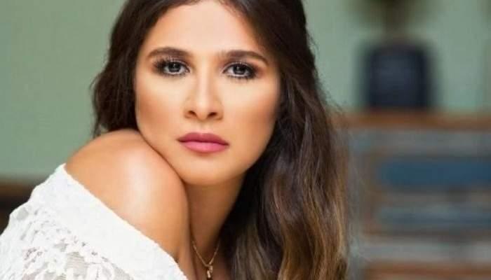 بالفيديو- ياسمين عبد العزيز تحتفل بتخرج ابنتها