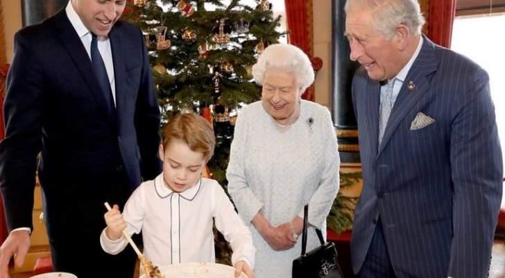 العائلة المالكة البريطانية تحضر حلوى العيد..والأمير جورج محط الأنظار