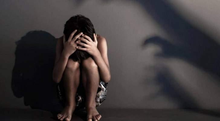 متحرش يهدد بالاعتداء الجنسي على طفل عاملة المنزل وينشر فيديو وصوراً مبكية