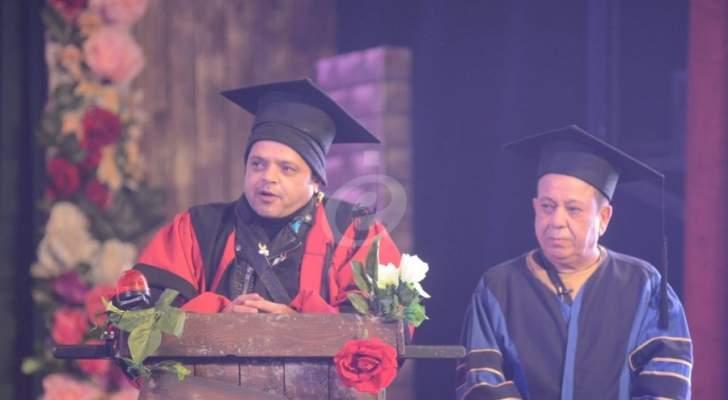 """نجوم الفن والإعلام والسياسة في العرض الخاص لمسرحية محمد هنيدي """"3 أيام في الساحل"""""""