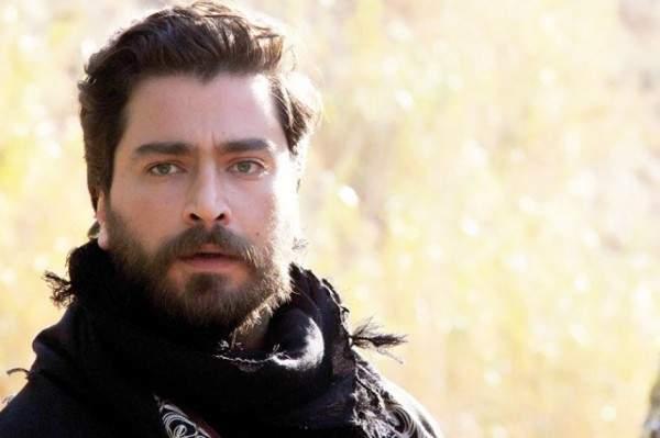 معتصم النهار نسخة طبق الاصل عن هذا الممثل التركي الشهير- بالصورة