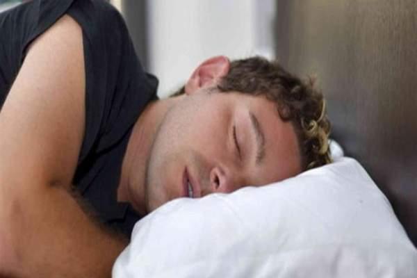 إنقطاع النفس أثناء النوم يستدعي زيارة الطبيب