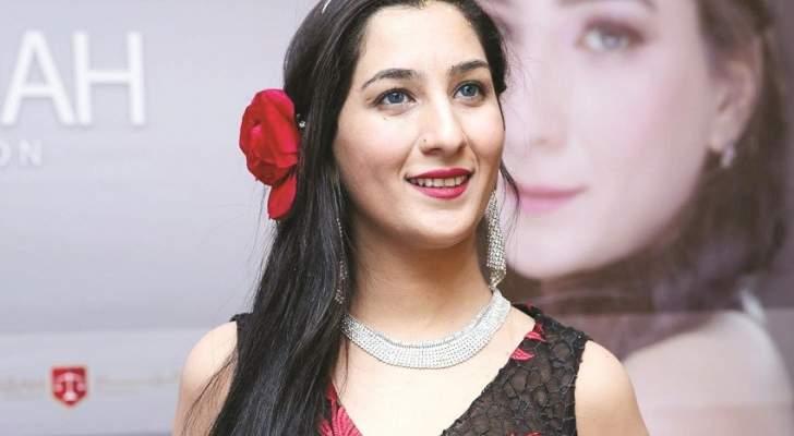 إيما شاه إتُهمت بالتطبيع مع إسرائيل.. وأثارت الجدل بتقبيلها لـ محمد رمضان