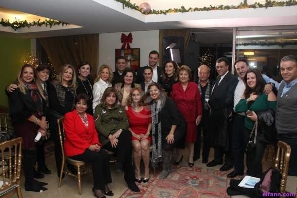 إجتمعوا من كل الطوائف وغنوا الميلاد مع ريما الترك ونسروتو في منزل منى رسامني