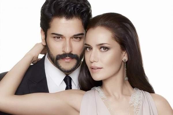 """بوراك أوزجيفيت: """"هذه الممثلة هي الأجمل"""" وماذا عن زوجته فهرية أفجين؟"""