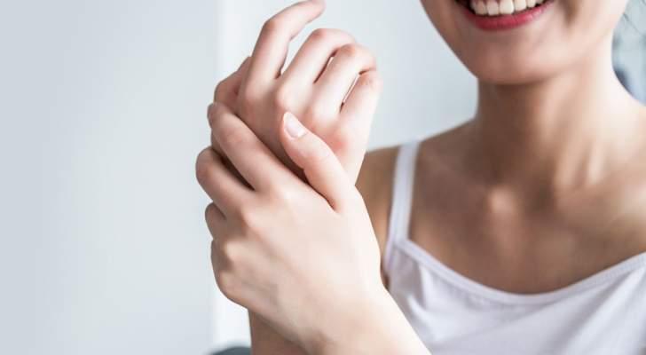 غسل اليدين بشكل متكرر خوفا من كورونا يسبب تشققهما فما الحل؟