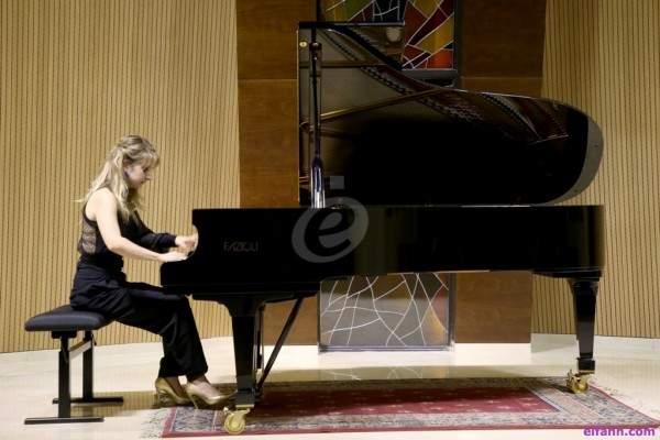 عازفة الموسيقى الكلاسيكية الفرنسية ليز دو لاسال تُبدع في الجامعة الأنطونية