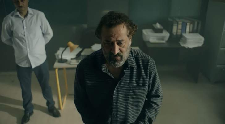 عبد المنعم عمايري قضى حاجته داخل الحمام أمام الجمهور.. هل اقترف ذنباً؟