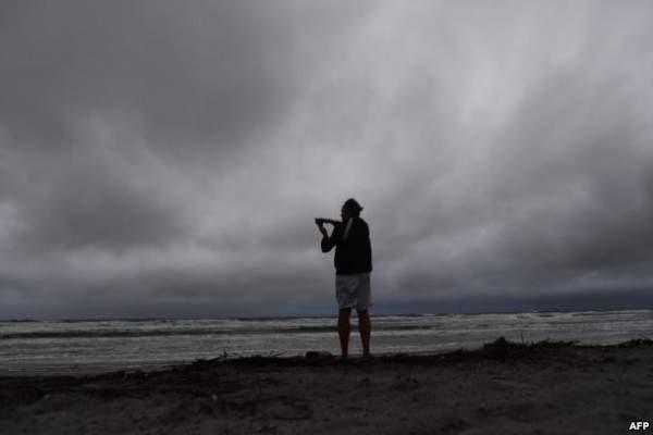 إخلاء منازل حوالى مليوني شخص في فلوريدا تحسباً لإعصار ماثيو