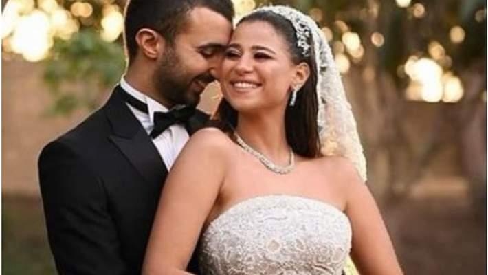 دينا داش تعلق على صورتها مع زوجها على السرير