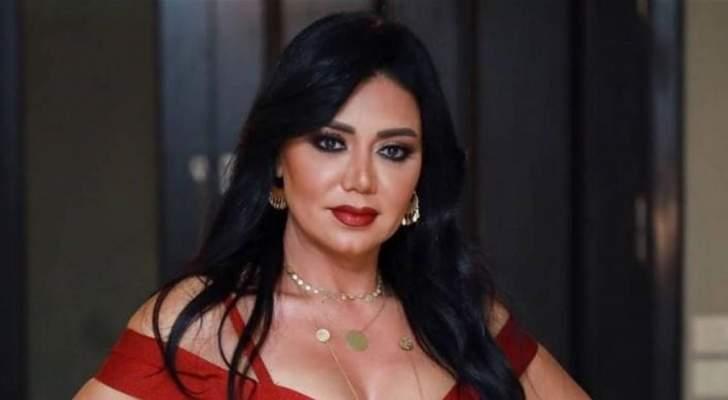 بفستان أحمر رانيا يوسف تتألق في جلسة تصوير جديدة