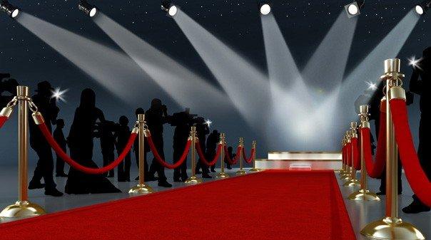 إليكم أبرز قبلات المشاهير على السجادة الحمراء- بالصور