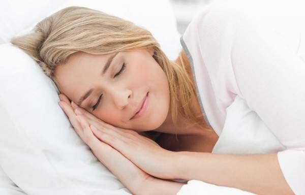 """8 طرق """"مذهلة"""" للنوم بسلام"""