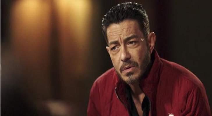"""أحمد زاهر ينشر كواليس مشهد إعدامه في """"البرنس""""-بالفيديو"""