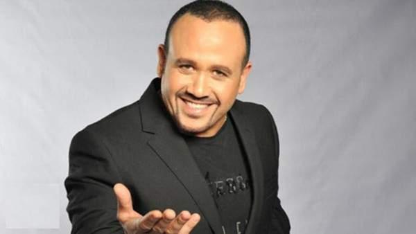 """هشام عباس يعيش إحساساً جديداً في """"اللي احنا فيه""""-بالفيديو"""