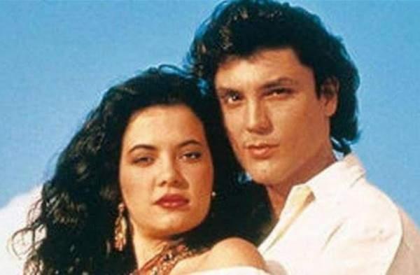 """بالصور- هل تذكرون بطلي مسلسل """"كاسندرا""""؟ هكذا أصبحا اليوم بعد مرور 24 سنة على عرضه"""