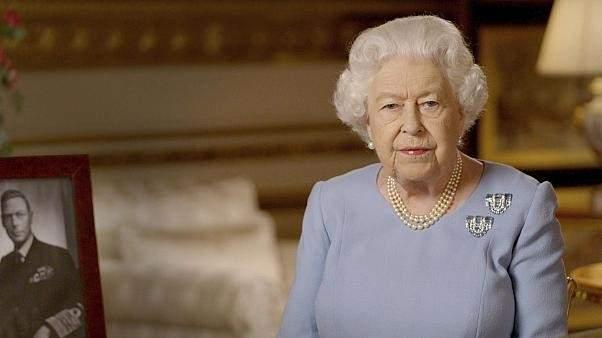 الملكة إليزابيث تدعم منتخب إنكلترا قبل نهائي بطولة اليورو