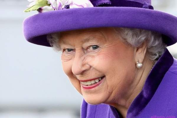 """الملكة إليزابيت """"حزينة"""""""