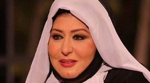 سهير رمزي بإطلالة مثيرة للجدل مجدداً حول حجابها...فهل تمهّد الطريق لخلعه نهائياً؟