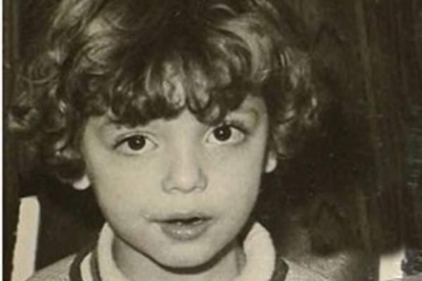 خمنوا من هي هذه الطفلة التي أصبحت ممثلة مشهورة.. بالصورة