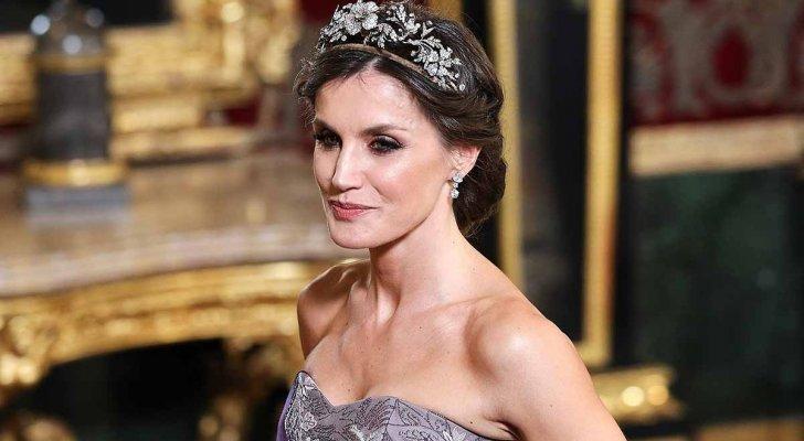 الملكة الإسبانية ليتيزيا بغاية الأناقة بالإحتفال الوطني في مدريد - بالصور