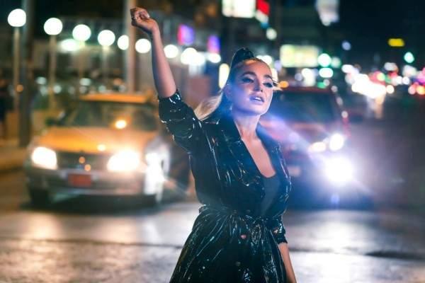 """هذا المشهد في فيديو كليب جنى روحانا """"إنسان بشخصيّتين"""" حقيقي"""