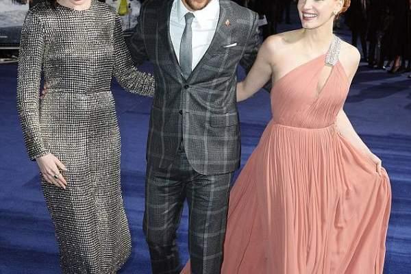 جيسيكا تشاستين يتبلل فستانها وماثيو ماكونهي يعرضها لموقف محرج